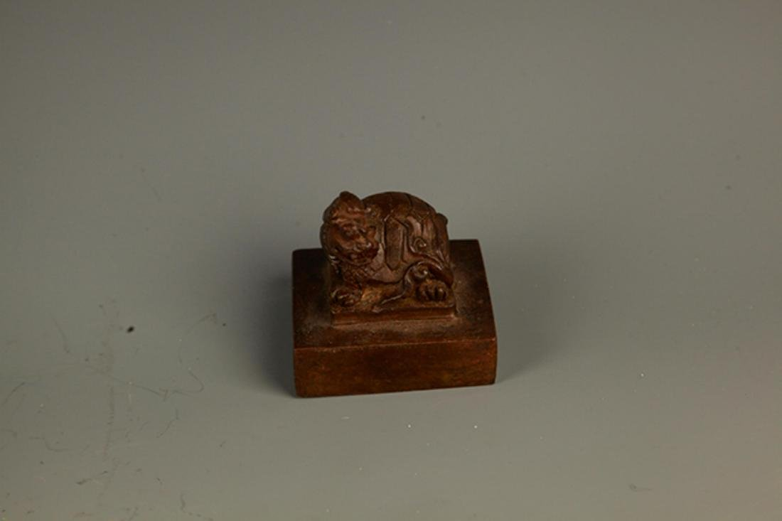 A FINE ANIMAL TOP CARVING BRONZE SEAL