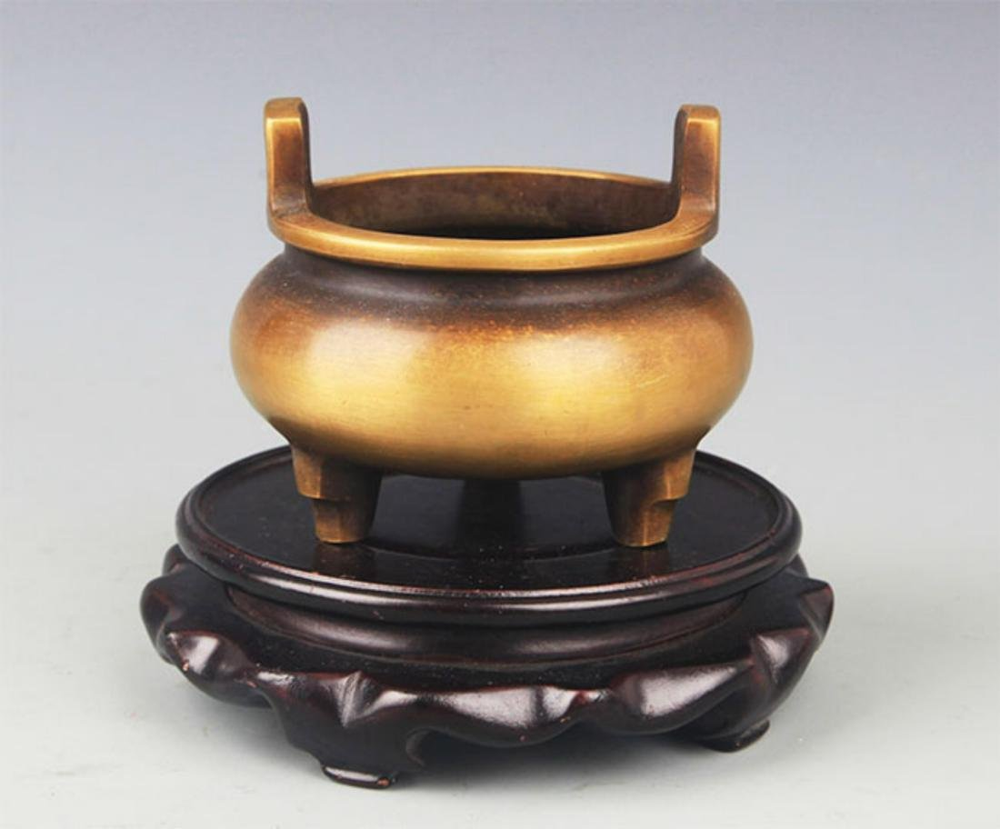 A TRIPOD FOOT DOUBLE EAR BRONZE CENSER