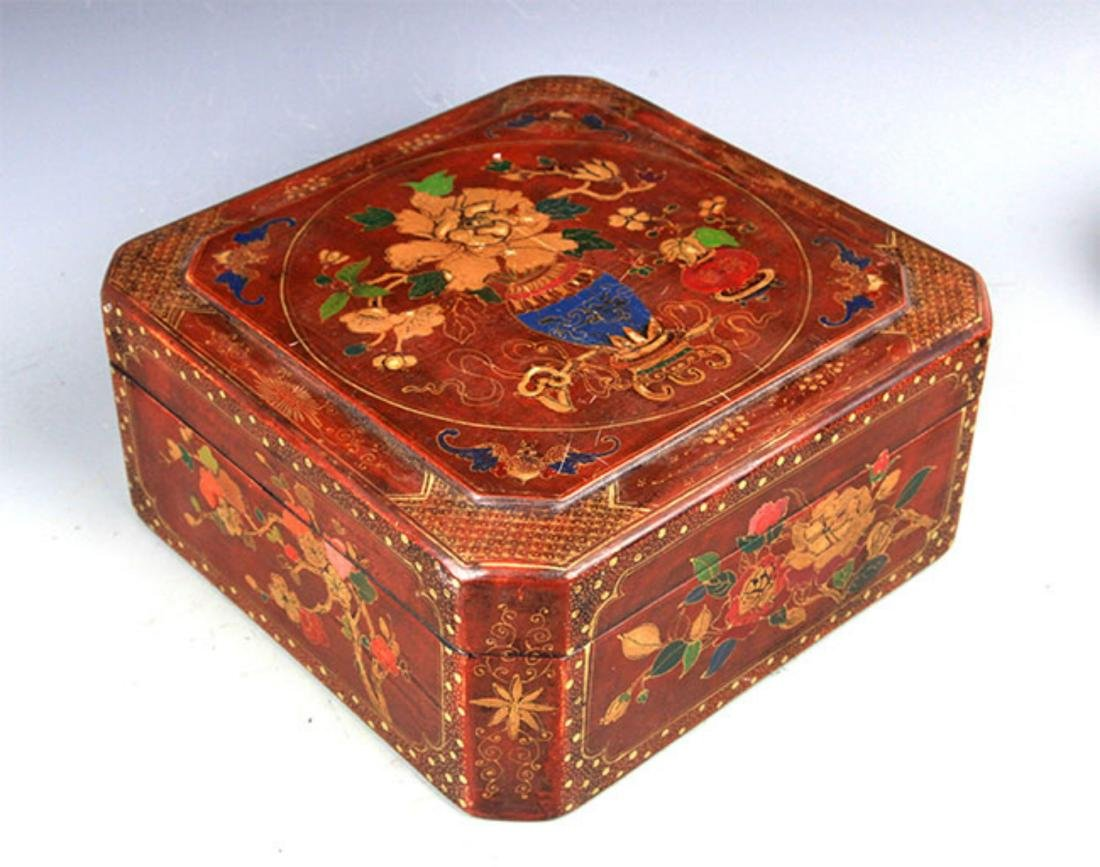 A GILT LACQUERED FLOWER PAINTED WOOD BOX - 5