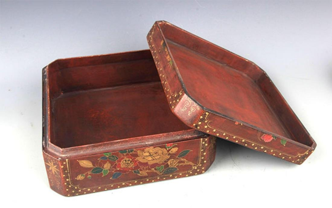 A GILT LACQUERED FLOWER PAINTED WOOD BOX - 6