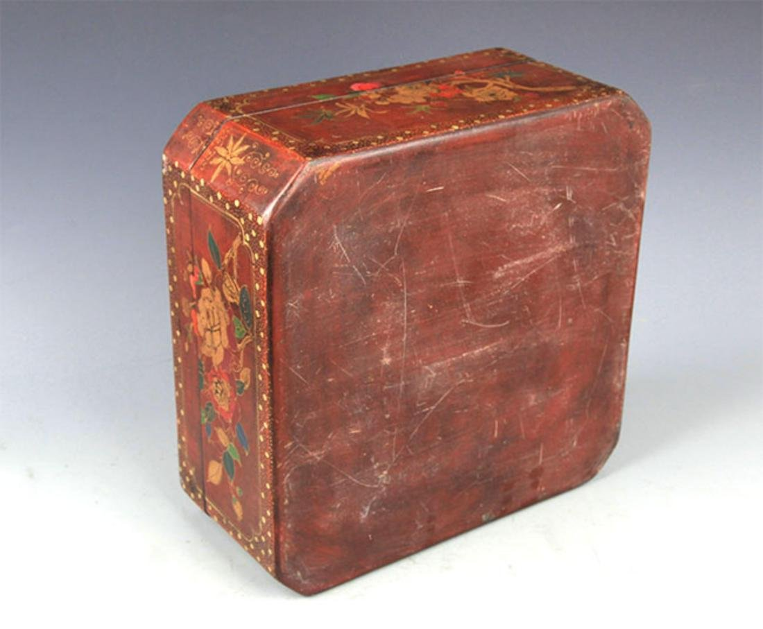 A GILT LACQUERED FLOWER PAINTED WOOD BOX - 8