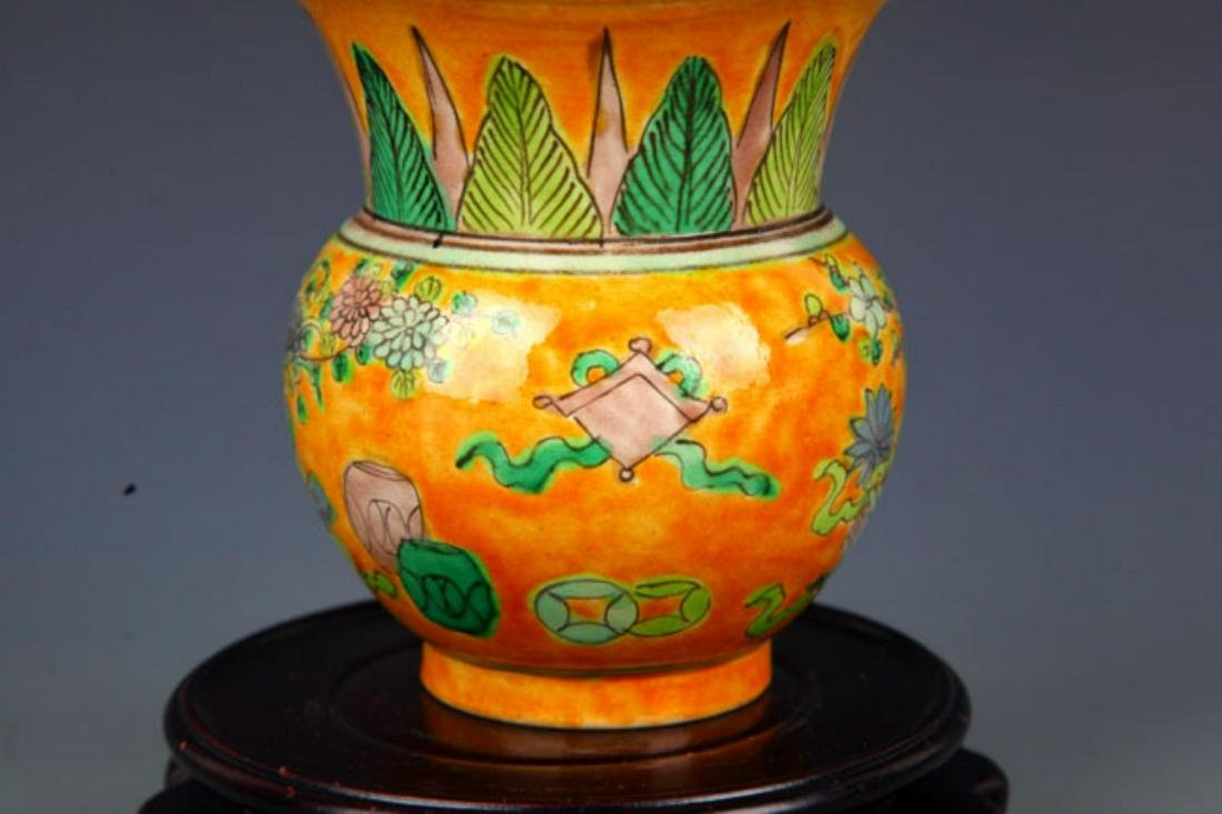 A YELLOW GROUND SAN CAI COLOR SPITTOON - 4