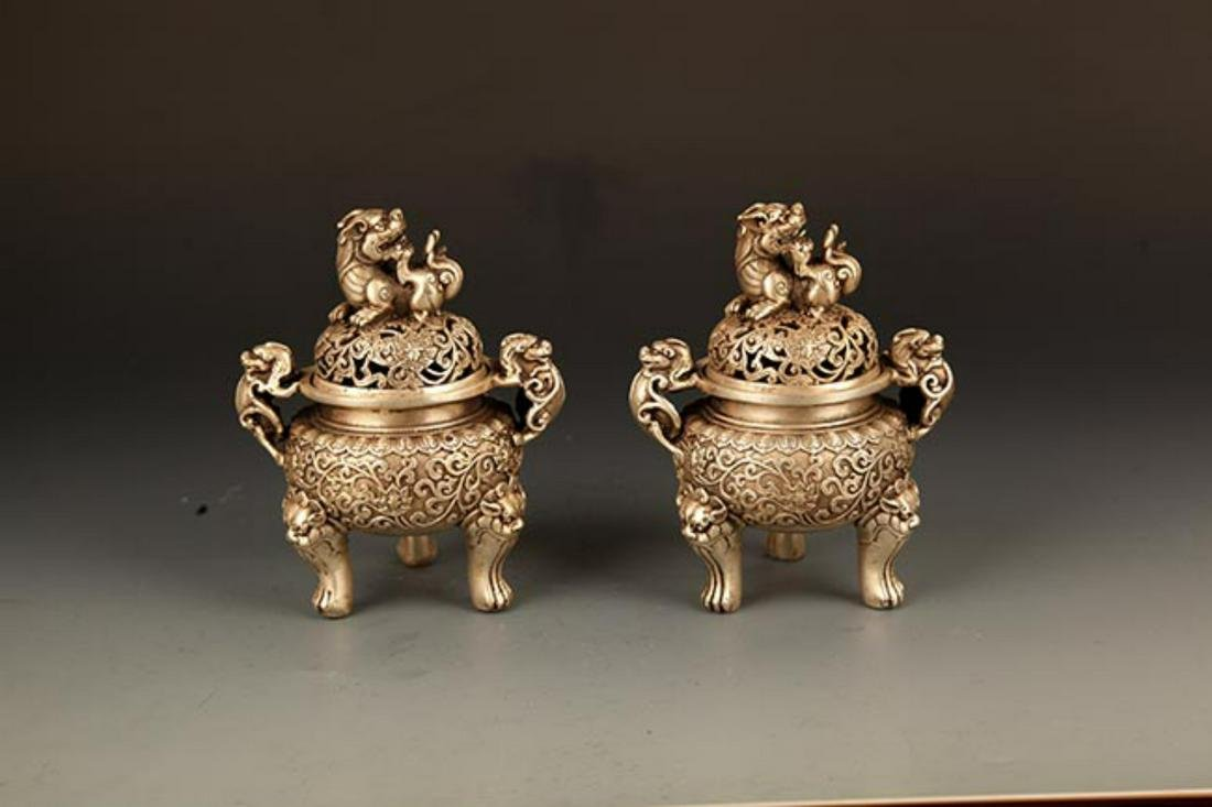 PAIR OF CARVED LION COVER BRONZE AROMATHERAPY BURNER