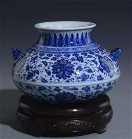 BLUE AND WHITE LOTUS PATTERN DOUBLE EAR JAR