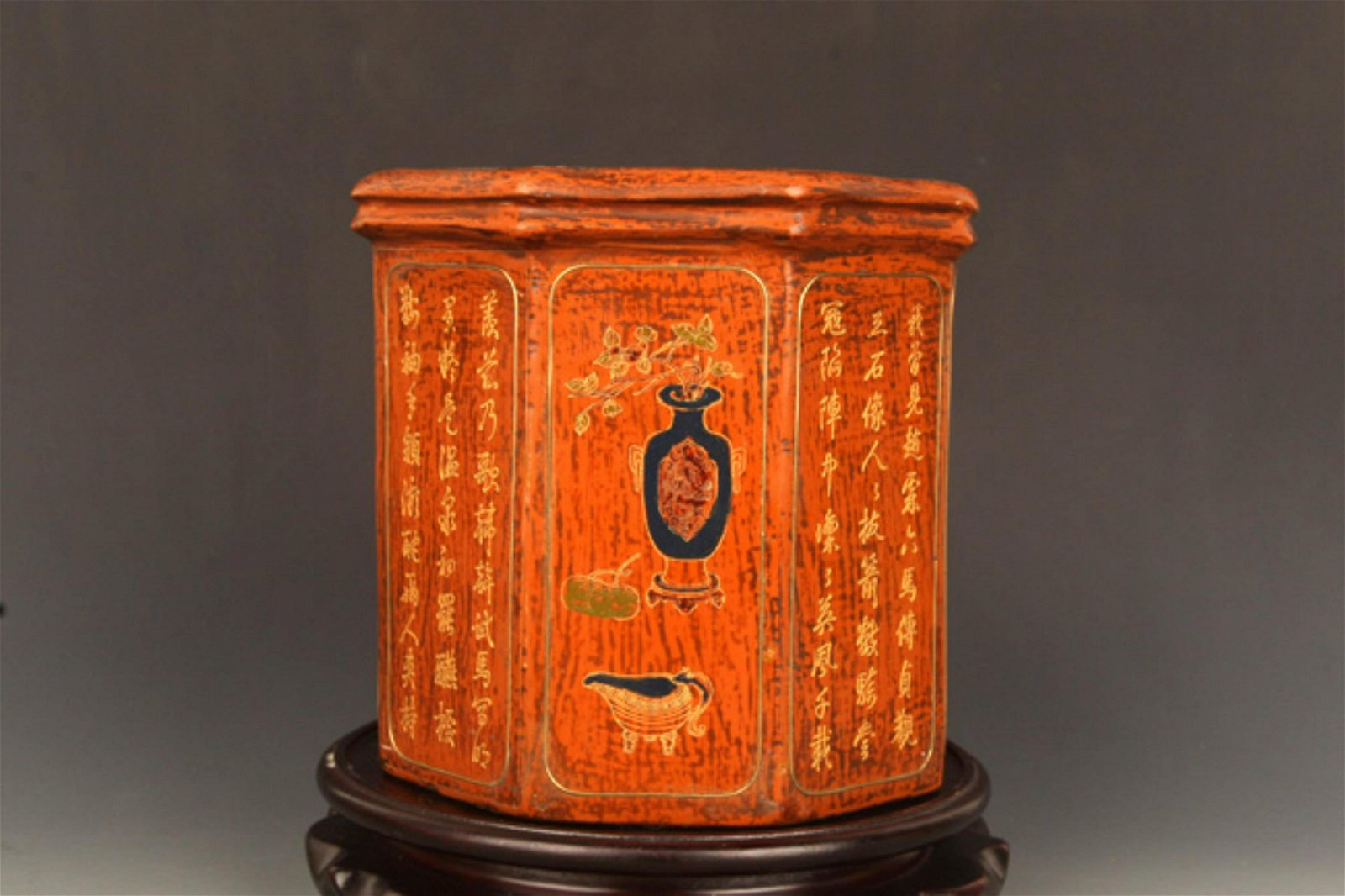 A FINE GILT LACQUERED WOOD BRUSH HOLDER