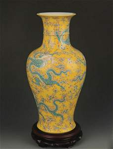 YELLOW GROUND FAMILLE ROSE COLOR PORCELAIN VASE