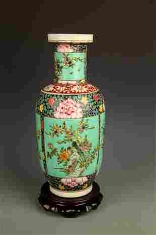 A GREEN COLOR FAMILLE ROSE PORCELAIN JAR