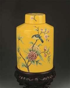 A YELLOW GLAZE ENAMEL COLOR TEA JAR
