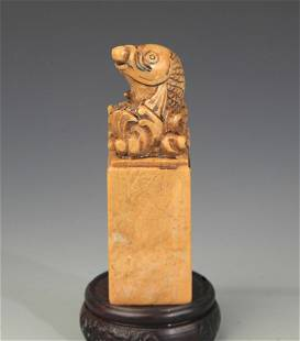 A SHOUSHAN STONE FISH CARVING TOP SEAL