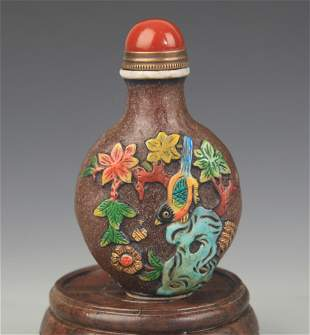 A FLOWER CARVING GLASS SNUFF BOTTLE