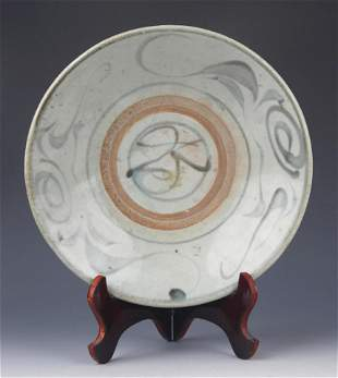 A LARGE AND FINE PAINTED PORCELAIN PLATE