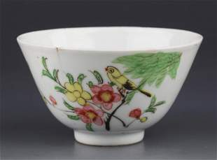 A SMALL FAMILLE ROSE PORCELAIN CUP