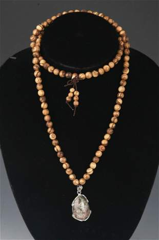 A FINE AGARWOOD NECKLACE WITH PENDANT