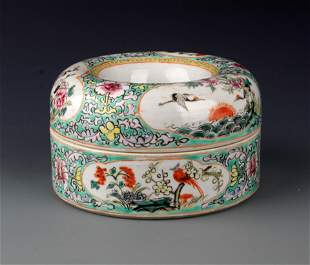 A FINELY PAINTED FAMILLE-ROSE PORCELAIN JAR