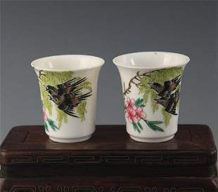 PAIR OF FAMILLE ROSE HORSESHOE STYLE CUP