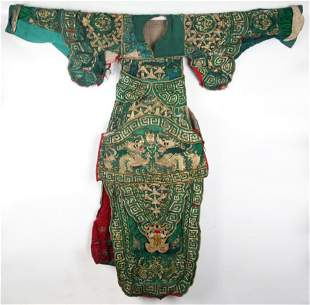 A FINE DRAGON EMBROIDERED CHINESE ROBE