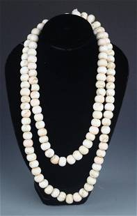 A FINE WHITE CLAM BUDDHA BEADS NECKLACE