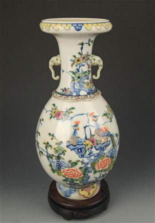 A BLUE AND WHITE PHOENIX PAINTED DOUBLE EAR VASE