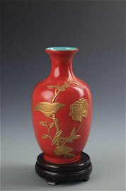 REAR GILT AND CORAL RED GROULD BIRD PATTERN VASE