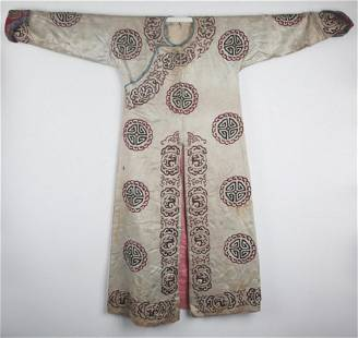 """A CHINESE ROBE EMBROIDERED WITH """"TUAN FU WEN"""""""