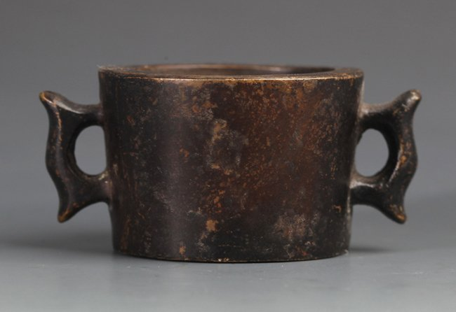 A BRONZE CENSER WITH TWO HANDLES