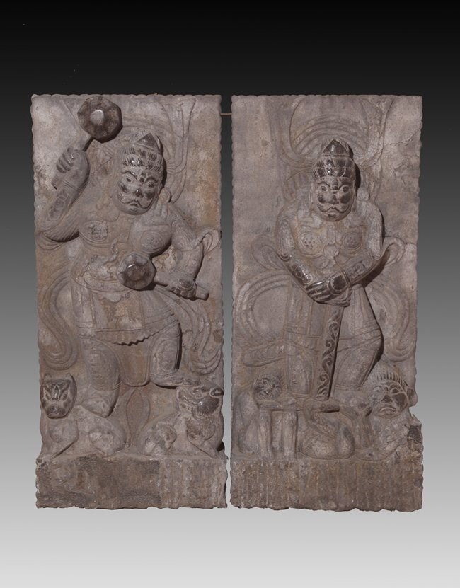 A PAIR OF RARE AND FINELY CAVED STONE DOOR KEEPER