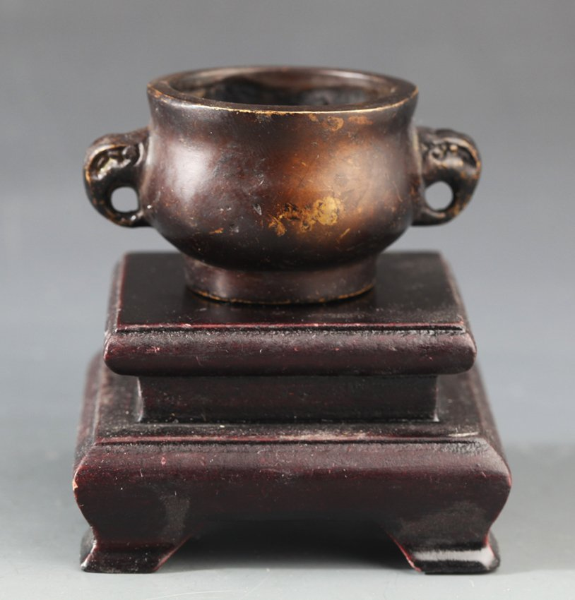 A SMALL BRONZE INCENSE BURNER
