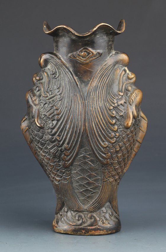 A RARE AND FINELY CARVED BRONZE FLOWER VASE