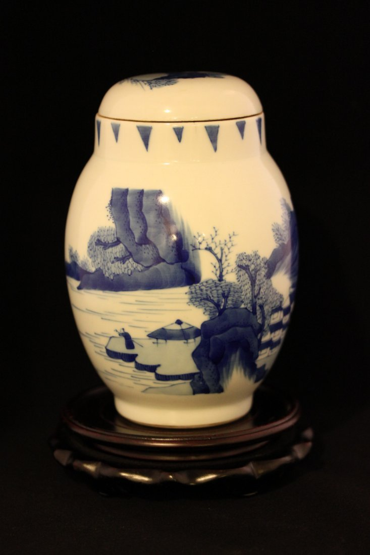 A BLUE AND WHITE LOTUS JAR WITH LANDSCAPE DESIGN