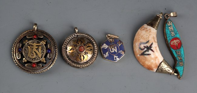 GROUP OF FIVE TIBETAN RELIGIOUS PENDANT