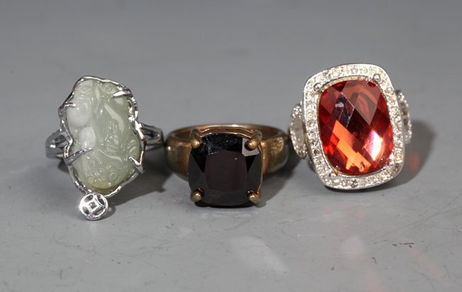 A GROUP OF THREE GEMSTONE RING; JADE, TOURMALINE,