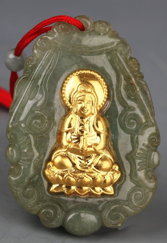 A FINELY CARVED JADEITE PENDANT WITH GOLD PLATED GUAN