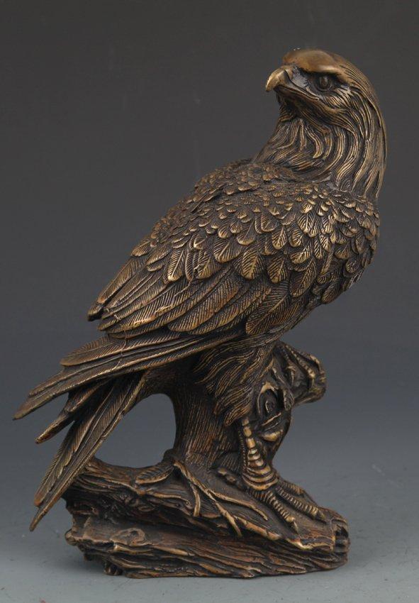 AN EAGLE FIGURE BRONZE DECORATION