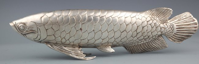 A VERY LARGE SILVER PLATED FISH LIKE DECOREATION