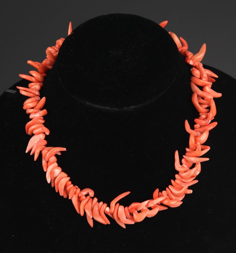 A CORAL NECKLACE (125 PCS)