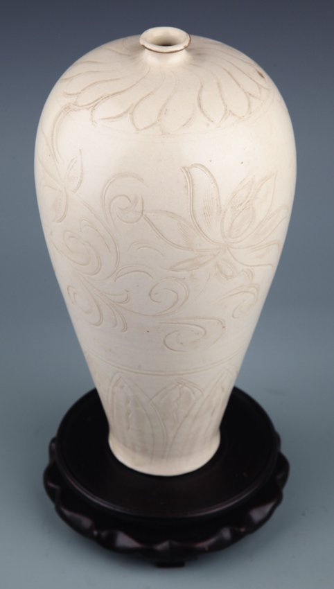 A LARGE FLOWER CARVED WHITE COLOR PORCELAIN BOTTLE, - 5