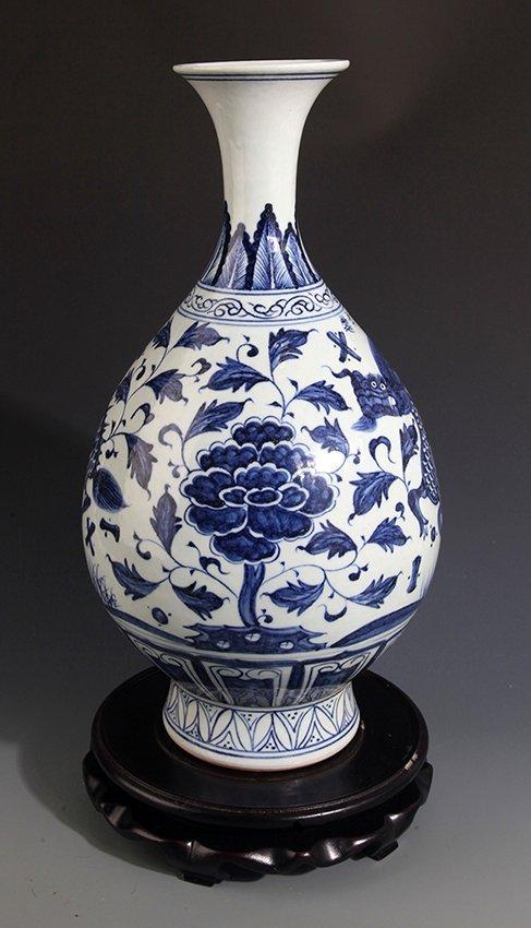 A FINE BLUE AND WHITE PORCELAIN YU HU CHUN