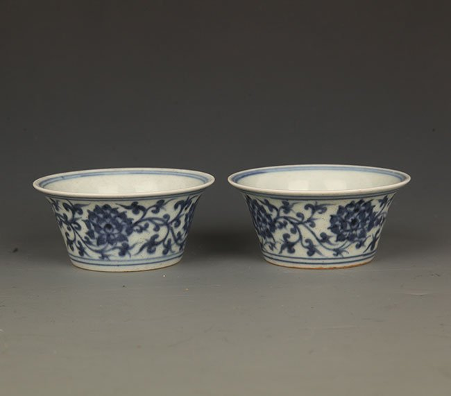 PAIR OF BLUE AND WHITE FLOWER PORCELAIN CUP