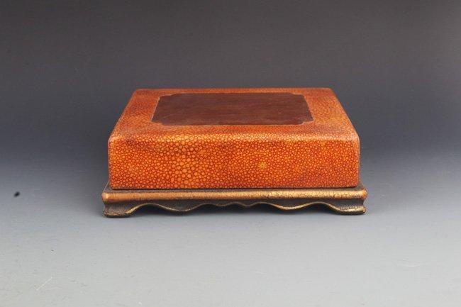 A FINE GILT LACQUERED WOOD BOX