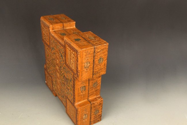 A FINE GILT LACQUERED WOOD BOX WITH COVER - 3