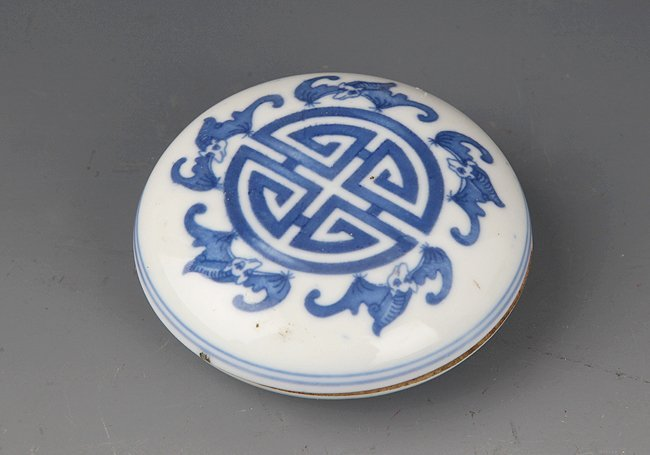 GROUP OF THREE PORCELAIN PLATE - 9