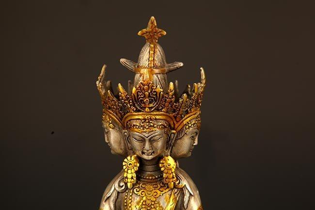 A FINE TIBETIAN BRONZE TATHAGATA BUDDHA - 2