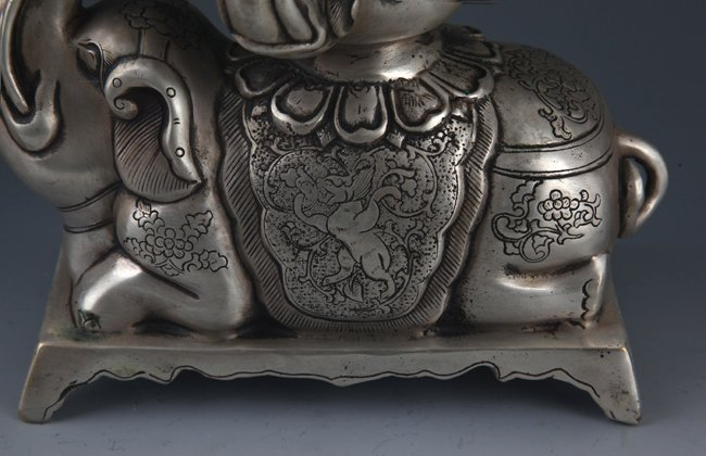 A ELEPHANT FIGURE BRONZE AROMATHERAPY - 4