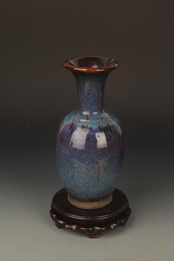 A FINE DARK BLUE COLOR PORCELAIN JAR