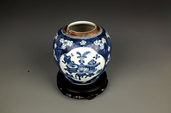 A FINE BLUE AND WHITE PORCELAIN JAR - 2