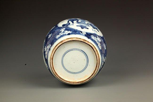 A FINE BLUE AND WHITE PORCELAIN JAR - 8
