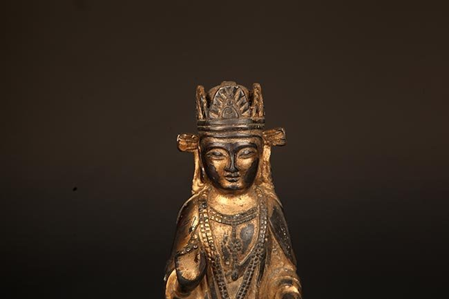A FINELY CARVED BRONZE MANJUSRI BUDDHA FIGURE - 2
