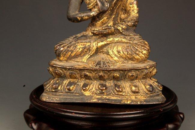 A GILT BRONZE BUDDHA - 3