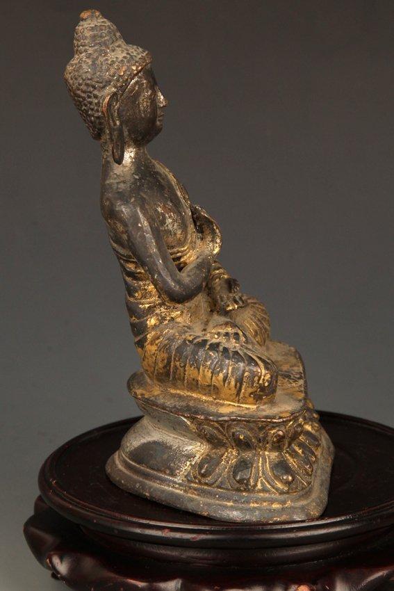 A GILT BRONZE BUDDHA - 4