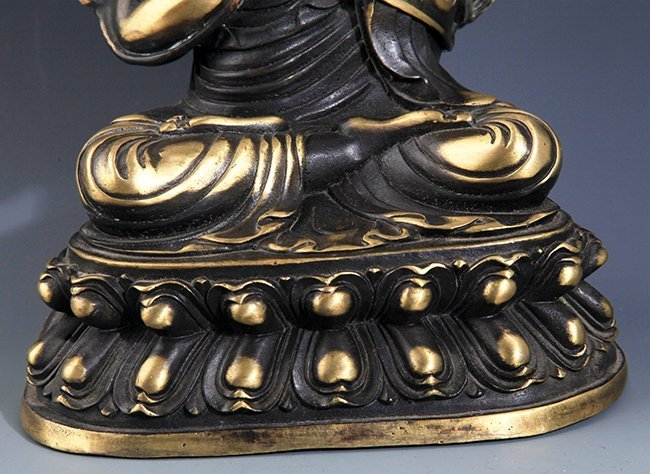A FINELY CARVED BRONZE BUDDHA FIGURE - 4
